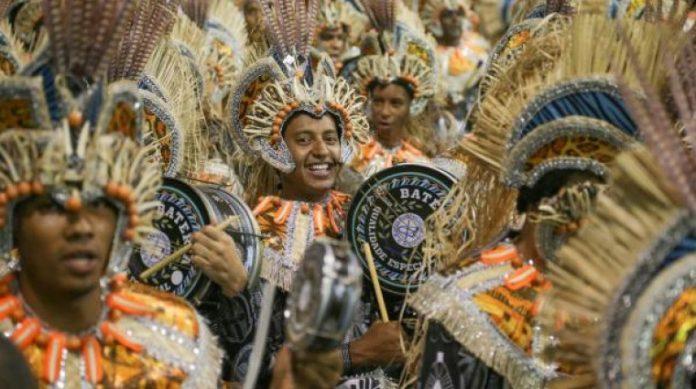 Acima, a escola de samba Acadêmicos do Tatuapé (Foto- Paulo Pinto : LIGASP)
