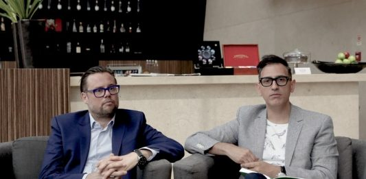 Till Fellrath e Sam Bardaouil, curadores e chairmans da Fundação Montblanc, baseada em Hamburgo, na Alemanha. Foto- Coil Lopes