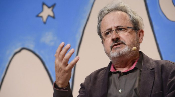 """Eduardo Viveiros de Castro na mesa """"Tristes Trópicos"""""""