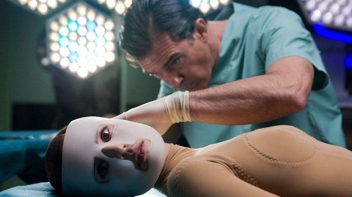 Antonio Banderas e Elena Anaya em cena do filme A Pele Que Habito