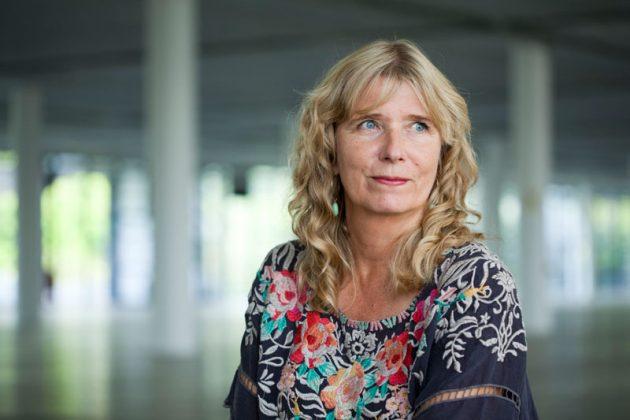 Karin Mamma Andersson, artista sueca, vive em Estocolmo