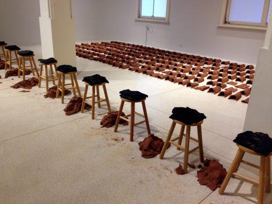 Hector Zamorra Capa-Canal. Performance-500 telhas feitas nas coxas