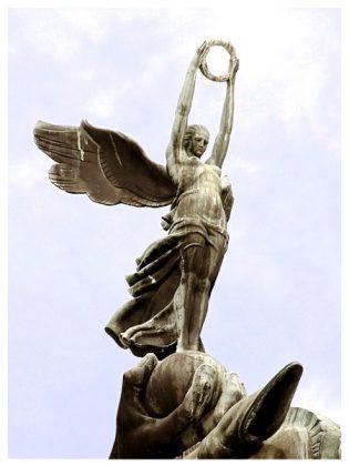 Deusa Nikè (Vitória) para o Monumento a Ramos de Azevedo Leia mais- https-::www.galileoemendabili.net:biografia-de-galileo-emendabili-vida-e-obra: