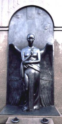 """estátua """"Anjo"""", inspirado no Quattrocento italiano, para o Memorial para a família Bento Ferraz. Leia mais- https-::www.galileoemendabili.net:biografia-de-galileo-emendabili-vida-e-obra:"""