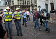 açao e reação Polícia paulista reprimiu os primeiros quatro atos, usando spray de pimenta, bombas de efeito moral e balas de borracha