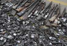 Rio de Janeiro - A Polícia Federal e o Exército realizam procedimento de destruição de aproximadamente 4000 armas recolhidas pela PF nos últimos dois anos (Tânia Rêgo:Agência Brasil)