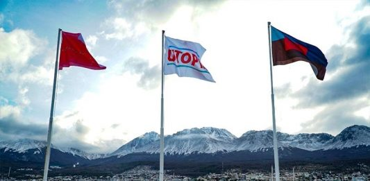Voluspa Jarpa, Christian Boltanski, Magdalena Jitrik, Banderas del fin del mundo. Crédito BIENALSUR (2)