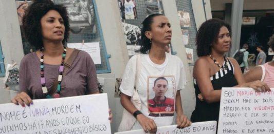 """Cena do filme """"Auto da Resistência"""" de Natasha Neri e Lula Carvalho. Na cena, Marielle Franco, vereadora assassinada no Rio em 14 de março de 2018, ao lado de mães de jovens mortos pela polícia. Filme é um dos exibidos pelo Sesc dentro do Festival É Tudo Verdade."""