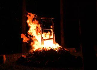 """Trecho do vídeo """"The Clopen Door"""", que compõe a obra """"Noite de abertura"""" de Thiago Rocha Pitta, exposta no MAM Rio"""