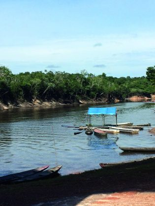 Imagem de lago em Alcântara (MA)