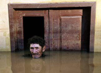 Gideon Mendel Submerged Portraits oão Pereira de Araújo, Rio Branco, Brasil, 14 de março de 2015.