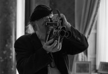 """O documentarista irlandês Bob Quinn em cena de """"One Hundred Steps"""", filme de Bárbara Wagner e Benjamin de Burca. Foto: Divulgação"""