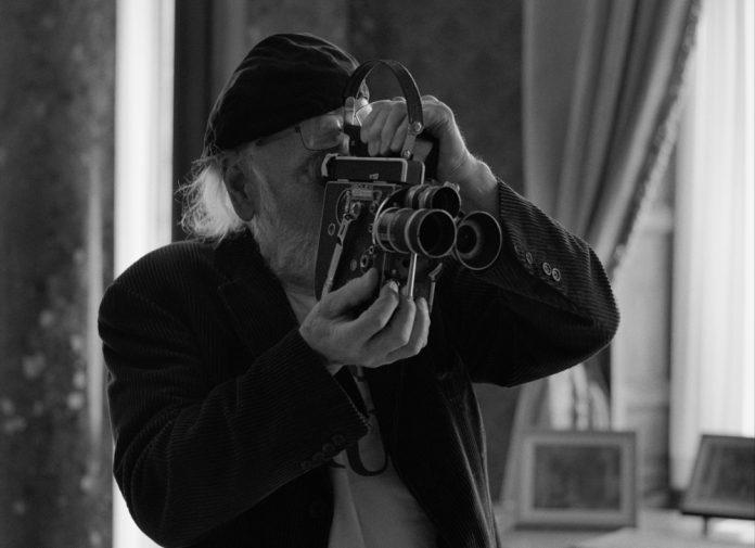 O documentarista irlandês Bob Quinn em cena de