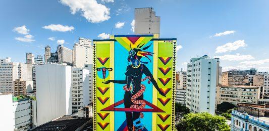 Mural em grafite, feito pela artista Criola, representa simbologias da cultura afro-brasileira