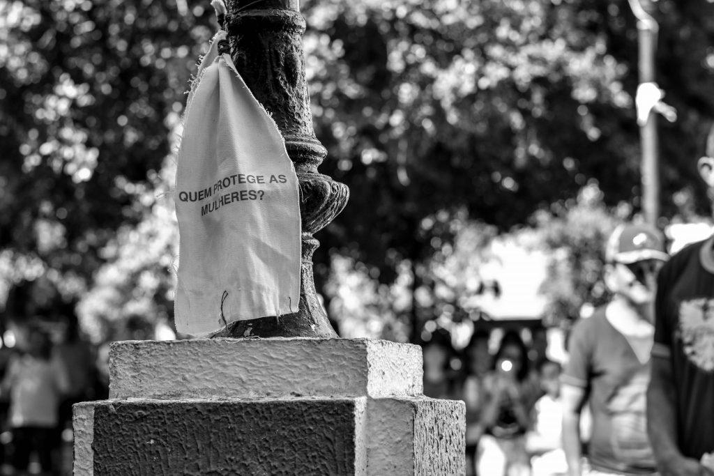 Registro da performance Tálamo, no Crato (CE), da artista Foto: Jaque Rodrigues/Cortesia Levante Nacional Trovoa e artista