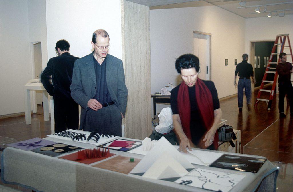 Guy Brett e Lygia Pape em 2001 em Nova York. Foto: Reprodução site Lygia Pape.