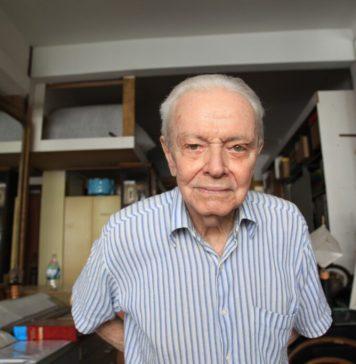 Rossini Perez em sua residência e ateliê em Copacabana (Rio de Janeiro), 2019. Foto: Arturo Bonhomme.