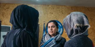 """Leila Mustafa, em foto de Jean-Matthieu Gautier, durante as gravações de """"9 Dias em Raqqa"""". Foto: Divulgação É Tudo Verdade."""