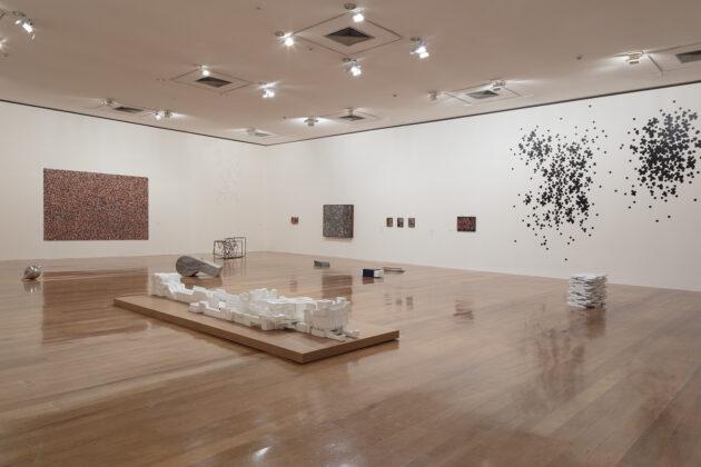 Vista da exposição MOTO-CONTÍNUO de José Damasceno na Pinacoteca de São Paulo