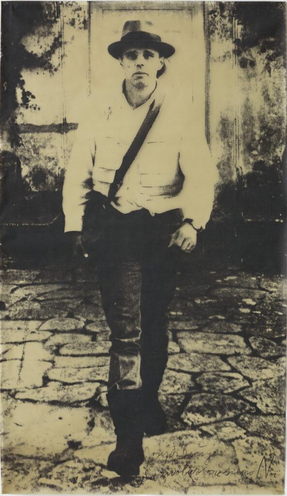 Joseph Beuys, La Rivoluzioni Siamo Noi (1972). Foto: Cortesia Bergamin & Gomide.