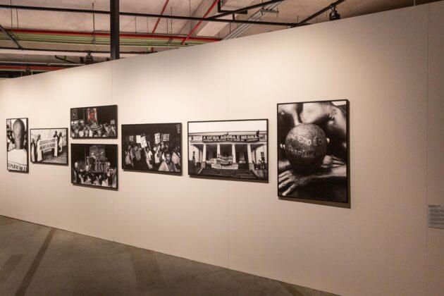 Fotografias de ZUMVI Arquivo Afro Fotográfico na exposição O RIO É UMA SERPENTE da Frestas - Trienal de Artes.