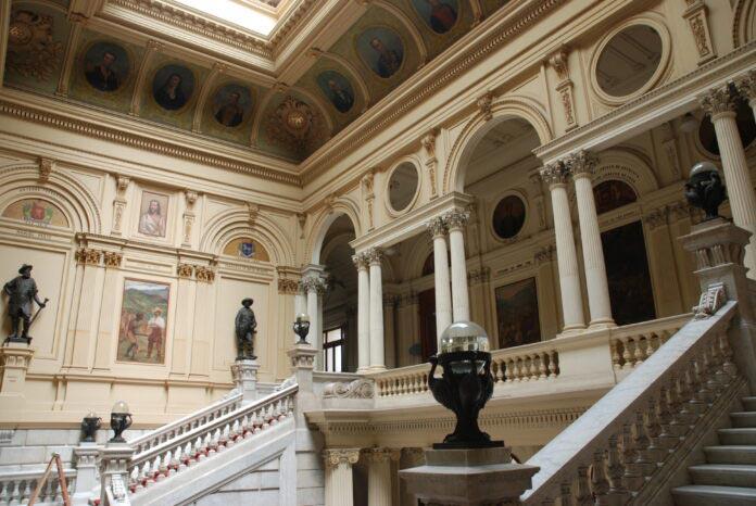 Vista da escadaria do Museu Paulista da Universidade de São Paulo
