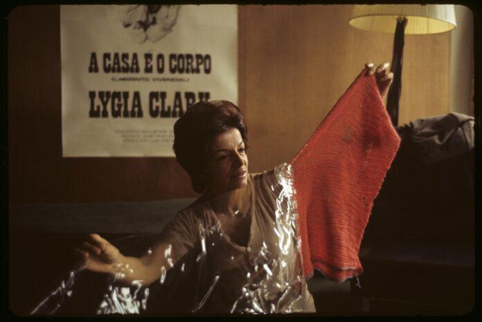 Lygia Clark. Performance
