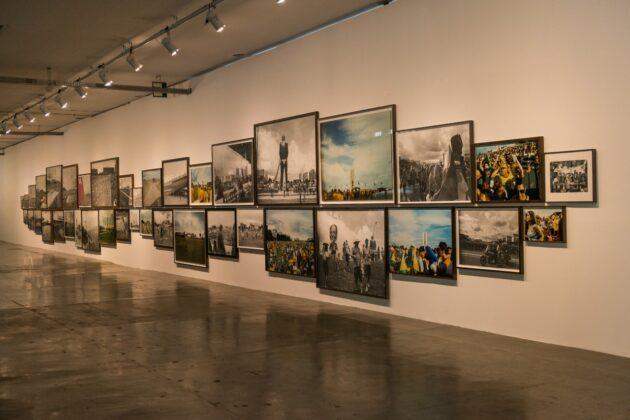 Trabalho de Mauro Restiffe a partir de fotografias das posses de Lula e Bolsonaro. Foto: © Levi Fanan